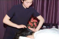 Massagem no salão de beleza de beleza Imagem de Stock Royalty Free