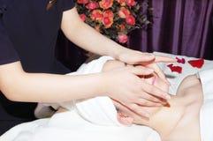 Massagem no salão de beleza de beleza Imagens de Stock