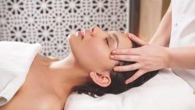 Massagem profunda da pressão com corpo intensivo do impacto em geral video estoque