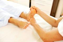 Massagem reflexo da zona do pé profissional Imagem de Stock Royalty Free