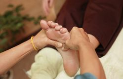 Massagem tailandesa Fotos de Stock