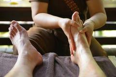 Massagem tailandesa do pé dos termas Fotos de Stock Royalty Free