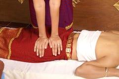 Massagem tailandesa saudável Fotos de Stock Royalty Free