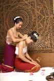 Massagem tailandesa saudável Fotos de Stock