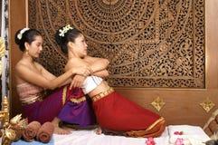 Massagem tailandesa saudável Imagens de Stock