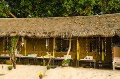 Massagen shoppar på stranden Fotografering för Bildbyråer