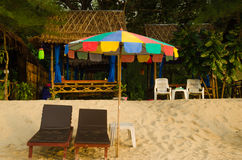 Massagen shoppar på stranden Arkivbilder