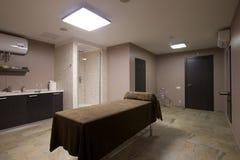Massagerum i brunnsortsalong Royaltyfri Fotografi