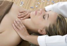 massageterapi royaltyfri foto