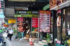 Massagewinkel van de weg van Strandroadbeach in Pattaya Thailand Stock Afbeeldingen