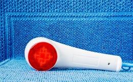 Massaggiatore tenuto in mano infrarosso Fotografia Stock Libera da Diritti