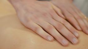 Massaggio alla stazione termale di bellezza video d archivio