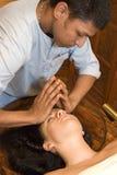 Massaggio ayurvedic indiano della testa dell'olio Immagine Stock Libera da Diritti