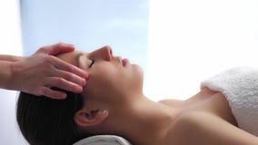 Massaggio capo di distensione video d archivio