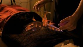 Massaggio cinese e terapia del fuoco video d archivio