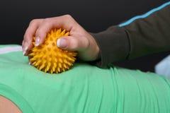 Massaggio con la sfera Fotografie Stock