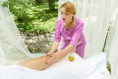 Massaggio con olio d'oliva Fotografia Stock