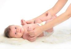 Massaggio del bambino. Mani Immagini Stock Libere da Diritti