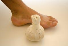 Massaggio del piede immagini stock libere da diritti