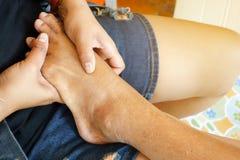 Massaggio del piede in casa Fotografie Stock