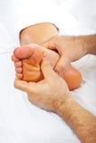 Massaggio del piede di Reflexology Fotografia Stock
