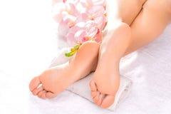 Massaggio del piede nel salone della stazione termale Fotografie Stock Libere da Diritti