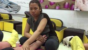 Massaggio del piede in salone archivi video
