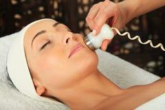 Massaggio della donna Immagine Stock