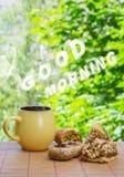Massaggio della nuvola di buongiorno Tazza con la bevanda calda ed orientale ceramici Fotografie Stock