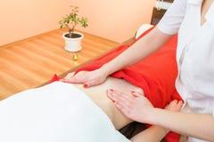 massaggio della pancia delle Anti-celluliti Ricupero della pelle immagini stock libere da diritti