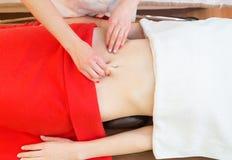 massaggio della pancia delle Anti-celluliti Ricupero della pelle immagini stock