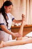 Massaggio delle gambe Immagine Stock