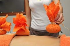 Massaggio di erbe Fotografia Stock