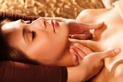 Massaggio di fronte e del collo Fotografia Stock Libera da Diritti