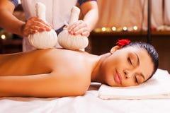 Massaggio per i muscoli stanchi Fotografia Stock Libera da Diritti