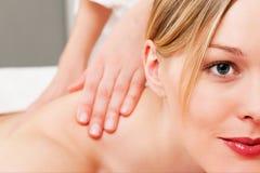 Massaggio posteriore fotografia stock libera da diritti
