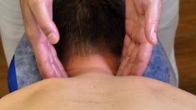 Massaggio profondo del tessuto per il collo stock footage
