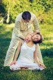 Massaggio tailandese con gli esercizi di yoga Fotografia Stock Libera da Diritti