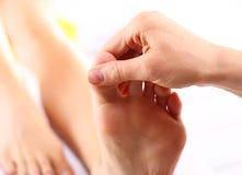 Massaggio tailandese di rilassamento del piede immagine stock