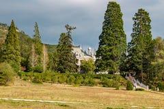 Massandra, Crimea - ottobre 2014: Complesso del palazzo e del parco di Massandra fotografie stock libere da diritti