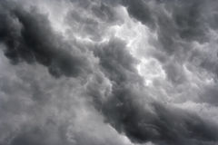 Massas de nuvens escuras Foto de Stock