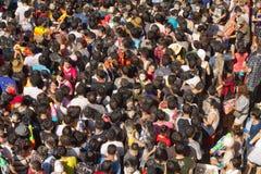 Masse der Leute am songkran Festival Lizenzfreies Stockfoto