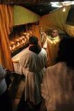 Masse in einer Grotte der Geburt Christi, Bethlehem, Israel Stockfotos
