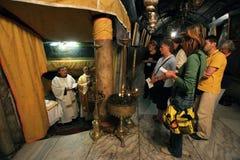 Masse in einer Grotte der Geburt Christi, Bethlehem, Israel Lizenzfreie Stockfotografie