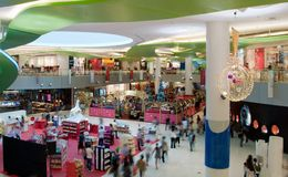 Masse im Mall Stockbild