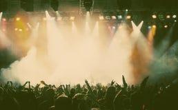 Masse am Konzert Lizenzfreies Stockbild