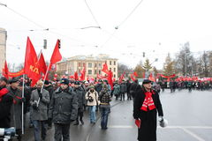 Massendemonstration des russischen links am 7. November Stockfotografie