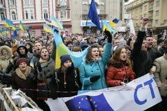 Massenversammlung gegen ukrainische Regierung Stockbild