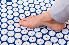 Behandling av foten. royaltyfria bilder