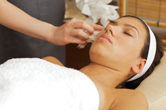 Masseuse cleaning face Royalty Free Stock Photo